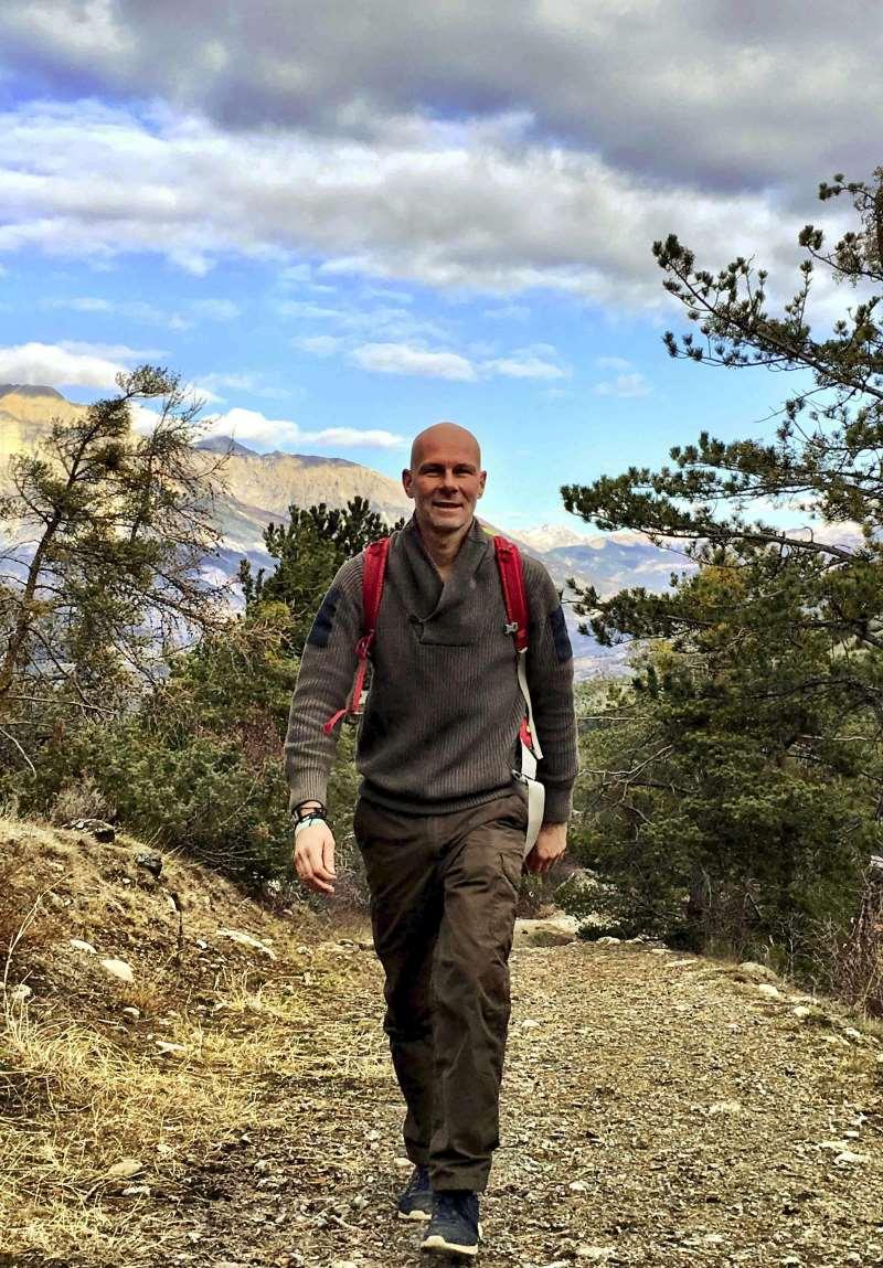 jeroen hiking in embrun (europe)