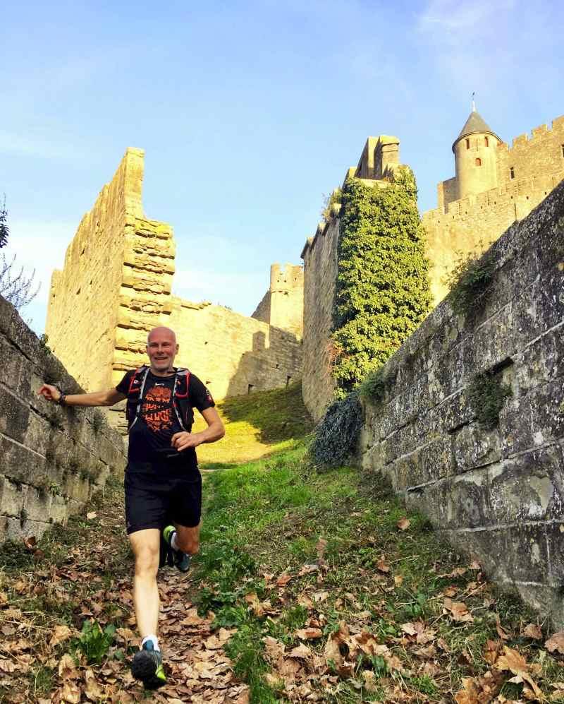 Jeroen trailrunning in kasteel carcassonne