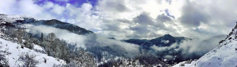 Sneeuw op bergen in Pyreneeen