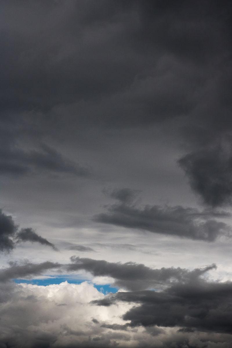 13-8 wolken met blauw